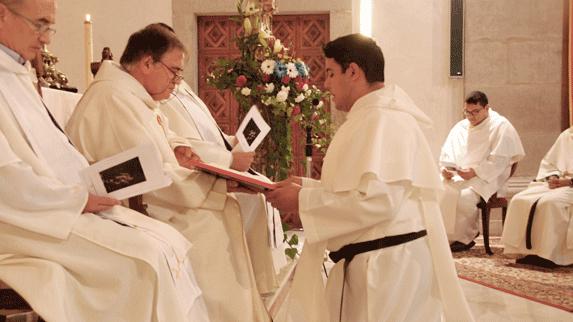 Fray José Alejandro Tribiño en su Primera Profesión Religiosa como Mercedarios.