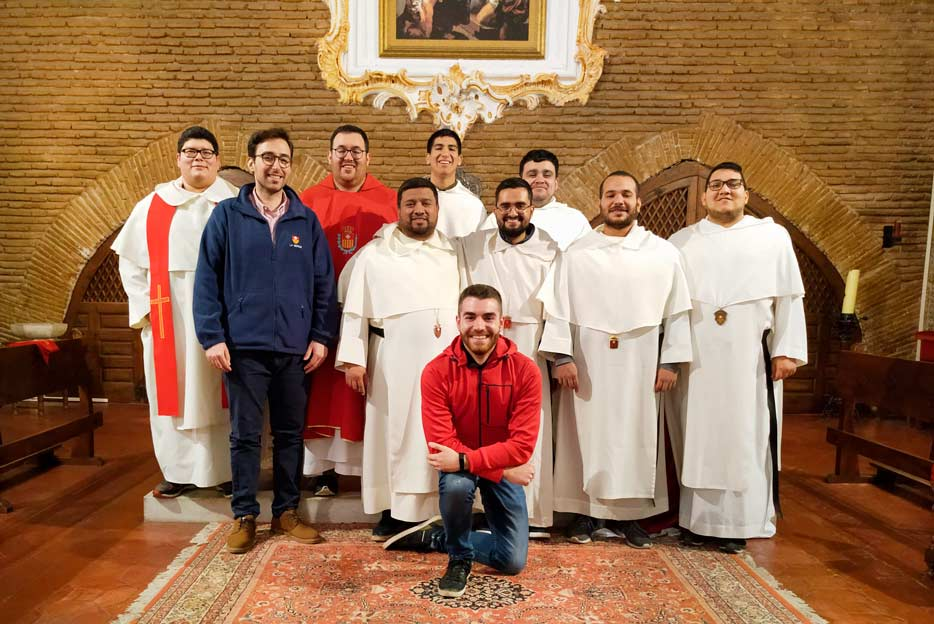 Sacerdotes, novicios, estudiante profeso, aspirante y joven con inquietud vocacional asistentes a la Convivencia Vocacional en El Puig, desarrollado entre el 6 y el 8 de diciembre de 2019.