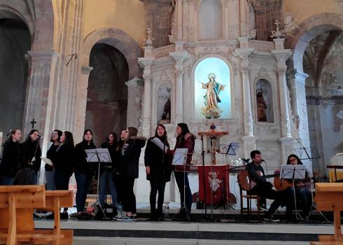 Jóvenes del Coro Betsaida en una de sus actuaciones.