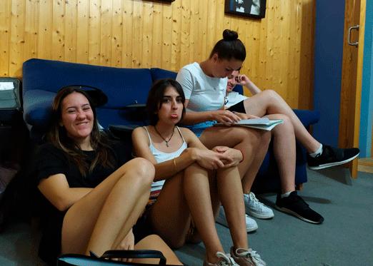 Chichas que forman parte del Coro Emaús, autor del tema 'Mercader de Libertad'.