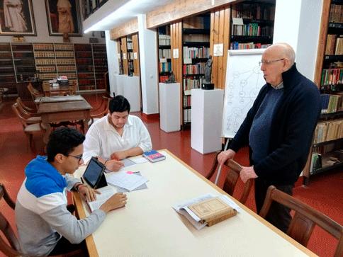 Los estudiantes profesos estudian y se preparan junto a los sacerdotes de la comunidad del Monasterio El Puig de Santa María.