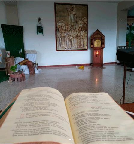 Momentos de oración y de fraternidad entre los religioso que quedaron en el Seminario Mercedario en Venezuela.